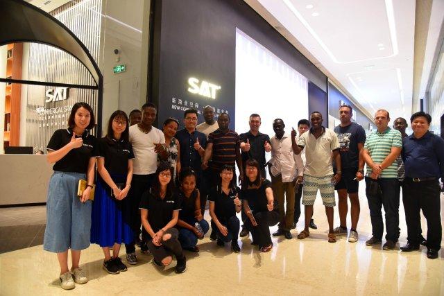 外商考察团来访SAT万博最新体育app华艺体验店