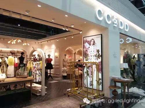 上海CC%DD服装店演绎时尚英伦风